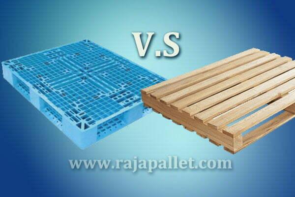 pilih pallet plastik atau pallet kayu